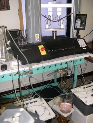 Mesures de couplage hydro-mécanique sur machine d'essais